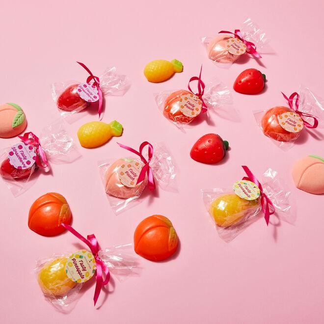 I Heart Revolution Tasty Peach Fruit Soap