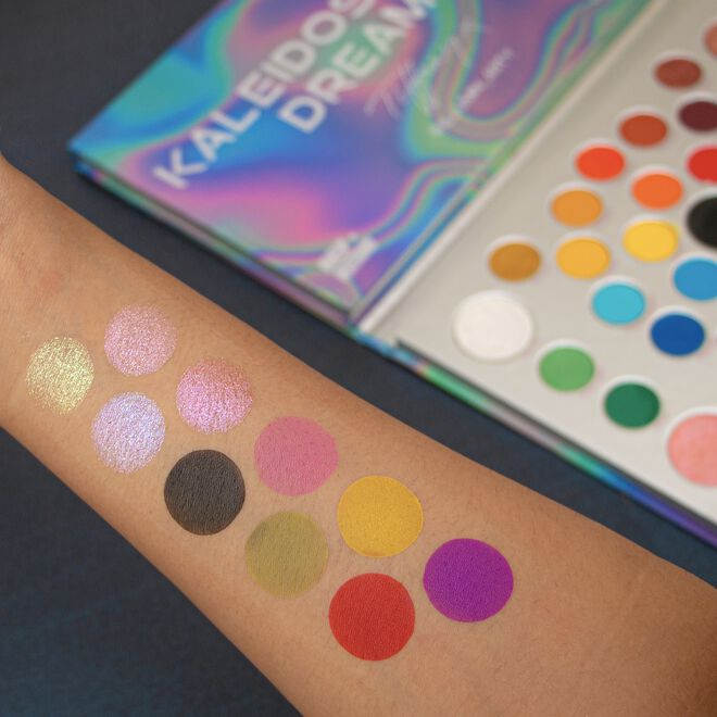 Makeup Obsession X Tiffany Illumin_arty Kaleidoscopic Dreams Eyeshadow Palette