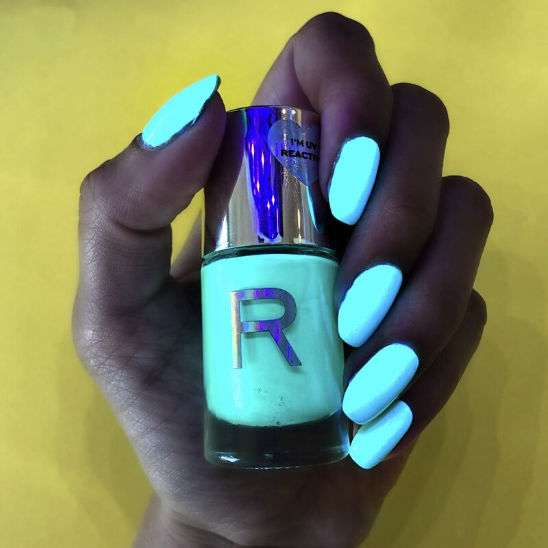 Makeup Revolution Neon Glow Nail Polish Mint Chills